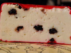 Kozji polutvrdi sir sa borovnicama 350gr