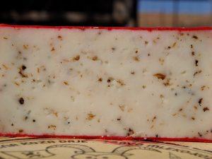 Kozji polutvrdi sir sa crnim tartufima 350gr