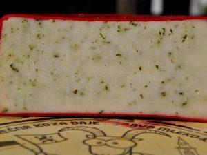 Kozji polutvrdi sir sa sremušem 350gr